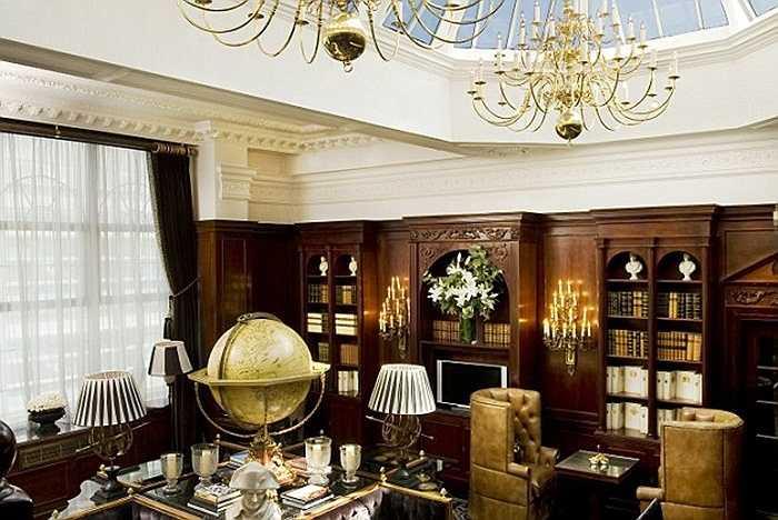 Phòng thương gia phục vụ cocktail, đồ ăn tự chọn là không gian thư giãn hoặc làm việc.