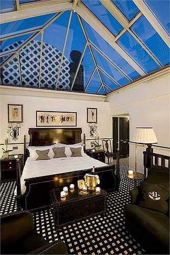 The Conservatory Suite tốt nhất trong hệ thống phòng khách sạn được trang trí tinh tế, sang trọng.