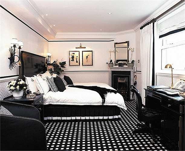 Điểm cộng tiếp theo là thái độ phục vụ nhiệt tình, chuyên nghiệp của nhân viên khách sạn. Du khách sẽ được phản ánh những điều thích hoặc chưa thích về chuyến đi và dịch vụ.