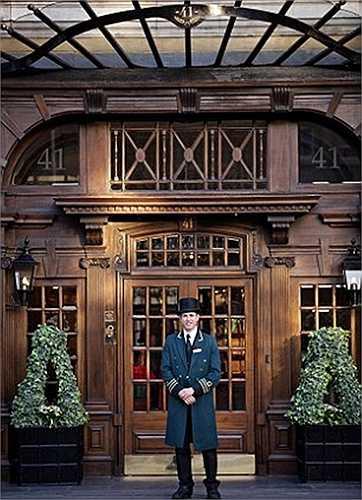 Nhân viên phục vụ sẽ nhanh chóng nhớ tên từng khách ngay khi họ làm thủ tục nhận phòng. Phương châm của khách sạn 41 là biến khách sạn trở thành ngôi nhà thứ hai của mỗi du khách.