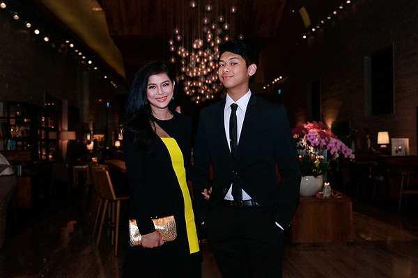 Diễn viên Thủy Tiên ghi dấu ấn trên thảm đỏ sự kiện tối qua bằng phong cách thời trang sang trọng và đẳng cấp đến từ thương hiệu thời trang danh tiếng Versace.