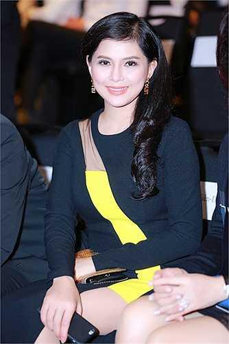 Cậu con trai út Hiếu Nguyễn cũng rất bảnh bao và tự tin dự sự kiện cùng mẹ.