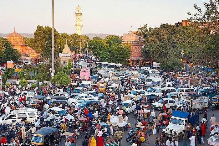 Cảnh ùn tắc giao thong ở thành phố Jaipur, Rajasthan, Ấn Độ