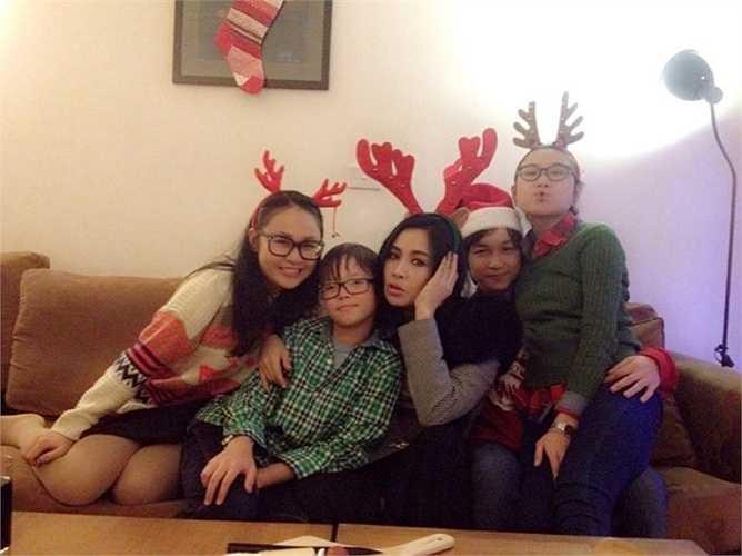 Thanh Lam và những khoảnh khắc đời thường, đáng yêu bên ba người con của mình.