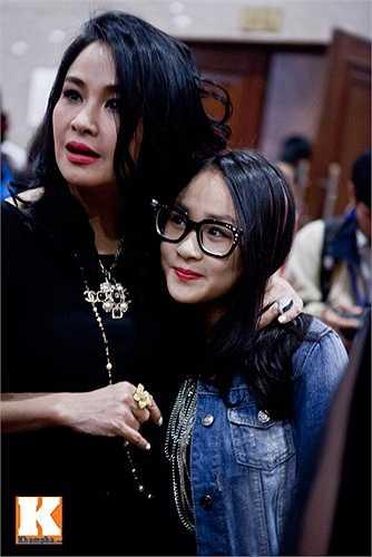 Đi đâu Thanh Lam cũng đưa cô con gái dễ thương đi cùng.