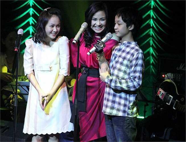 Cậu út Quang Đăng - niềm tự hào của Thanh Lam cũng thường bên cạnh mẹ, cả trên sân khấu và sau cánh gà.
