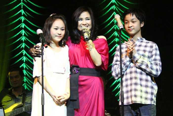 Quang Đăng từng đoạt nhiều giải thưởng, huy chương vàng, bằng khen danh giá về lĩnh vực âm nhạc.