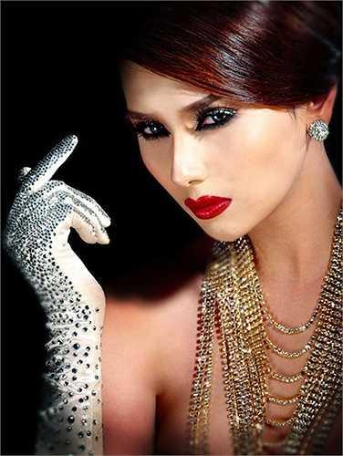 Người đẹp có chỉ số hình thể ấn tượng: 91-61-91.