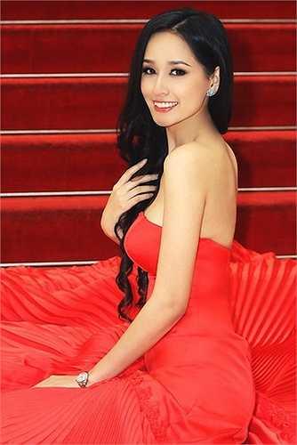 Đúng như dự đoán của nhiều nhà báo, Mai Phương Thúy đã được trao vương miện hoa hậu cao quý.