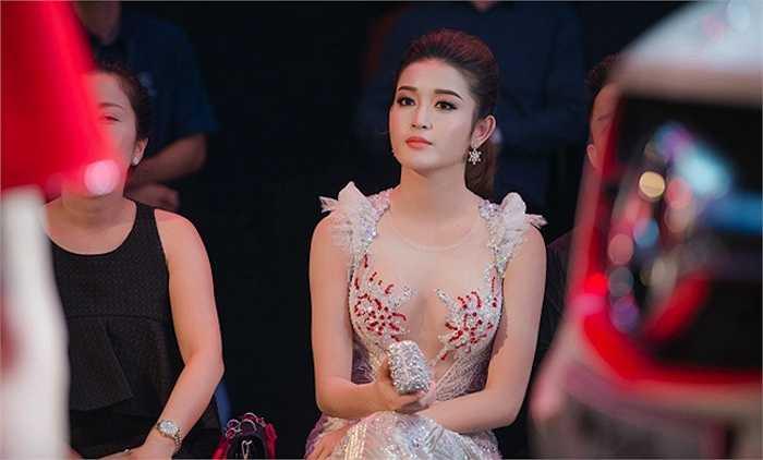 Tại cuộc thi Hoa hậu Việt Nam 2014, Nguyễn Trần Huyền My là cái tên đặc biệt được nhiều người quan tâm vì trước đó cô từng có thời gian làm người mẫu.