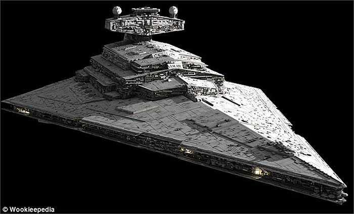 Cận cảnh chiếc tàu chiến huyền thoại trong bộ phim Chiến tranh giữa các vì sao.