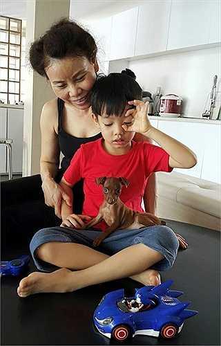 Bà cũng là người trực tiếp chăm nom bé Subeo mỗi khi mẹ Hà Hồ vắng nhà.