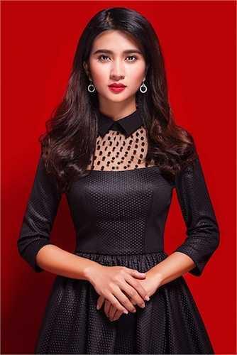 Ghi dấu ấn tại cuộc thi 'Phụ nữ thế kỷ 21' năm 2006, Kim Tuyến lấn sân lĩnh vực phim ảnh và bắt đầu tỏa sáng với vai diễn trong 'Chuyện tình đảo ngọc'.