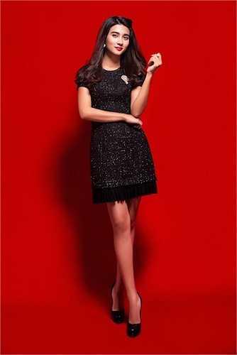 Đầu năm 2013, nữ diễn viên trở lại làng giải trí và tham gia nhiều dự án phim ảnh như 'Cát nóng', 'Ngọc bích tình yêu' và 'Bản kê số phận'.