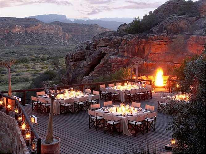 7. Bushmans Kloof Wilderness Reserve, Clanwilliam, Nam Phi: Khu nghỉ mát xa hoa này có cả hồ bơi nước nóng, phòng tập thể dục, spa, hay đi bộ đường dài, leo núi, câu cá và chèo thuyền.