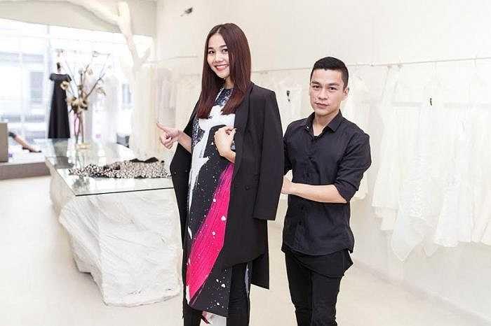 Adrian Anh Tuấn đã mời Thanh Hằng giữ vị trí vedette trong đêm ra mắt bộ sưu tập #ALLTHELOVERS.
