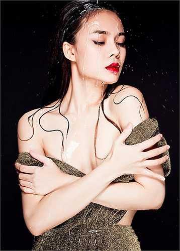 """Nữ ca sĩ Giang Hồng Ngọc """"đổi gió"""" với phong cách sexy."""