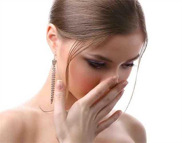 Chữa hôi miệng: Hôi miệng chủ yếu gây ra bởi các chất khác nhau bởi các vi khuẩn cư trú trong miệng. Súc miệng bằng dầu dừa có thể giúp thoát khỏi hơi thở hôi gây mất tự tin cho bạn.