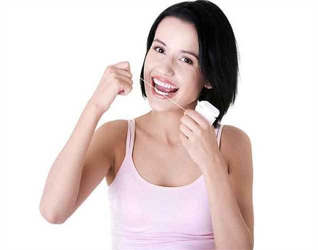 Các vấn đề nha khoa: dầu dừa có khả năng ngăn ngừa một số vấn đề răng miệng như chảy máu nướu răng, viêm lợi, sâu răng và các bệnh về lợi khác. Vì nó có đặc tính chống viêm, nó có thể ngăn chặn những vấn đề này.