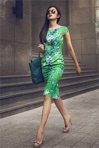Tuy nhiên, không ai có thể phủ nhận được rằng vóc dáng Hà Tăng 'đẹp từng centimet' trong những bộ đầm quyến rũ.
