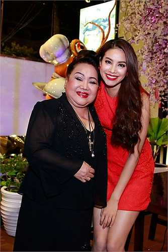 Phạm Hương gọi NSND Ngọc Giàu là bà ngoại rất thân thương.