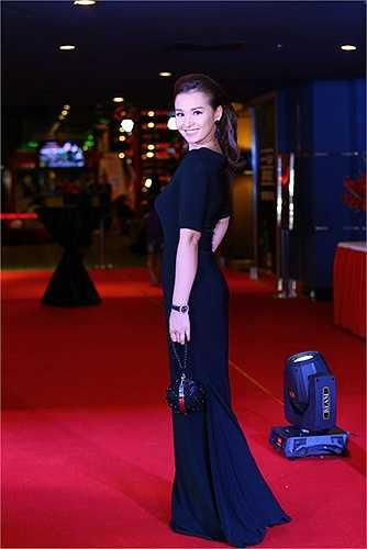 Với 10 suất chiếu miễn phí tại Hà Nội, bộ phim gây được thiện cảm với khán giả không chỉ bởi cách kể chuyện mà còn vì đây là một bộ phim nhựa hiếm hoi được sản xuất bởi hãng phim Quân đội Nhân dân.