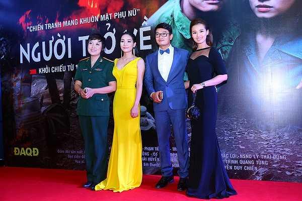 Buổi chiếu cũng thu hút hàng loạt nghệ sĩ của Sài Gòn như: Kim Tuyến, Mai Thu Huyền, Trang Trần, Dương Cẩm Lynh, Ái Châu, Hữa Vĩ Văn, Thanh Thức, Mai Phương...