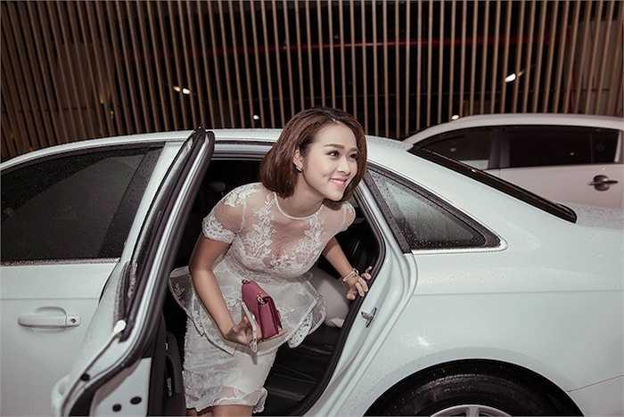 Diệp Bảo Ngọc vừa đến dự đêm thứ 3 tại Tuần lễ thời trang quốc tế Việt Nam.