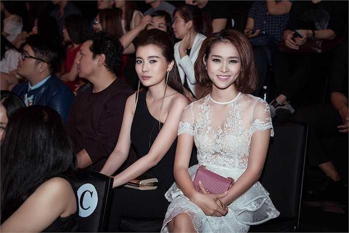 Tuy nhiên người đẹp vẫn được ban tổ chức sắp xếp chỗ ngồi và vị trí đẹp để theo dõi toàn bộ những thiết kế ấn tượng.