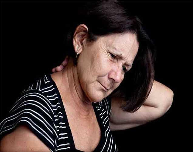 Đau: Một số người cũng có thể bị đau và cảm giác nóng ở các khu vực nhất định của khuôn mặt.