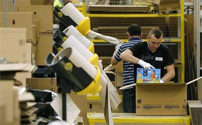 Amazon. Doanh thu 2014: 89 tỷ USD, quy mô: 54.000 nhân công. Gần đây Amazon đã vượt qua Walmart trên thị trường bán lẻ. Ngoài ra, họ còn dẫn đầu trong việc cung cấp các sản phẩm công nghệ online