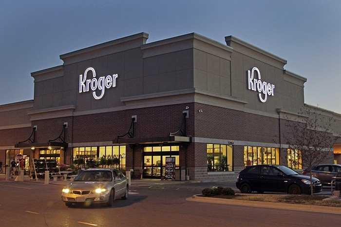 Kroger. Doanh thu 2014: 108 tỷ USD, quy mô: 400.000 nhân công. Kroger là chuỗi siêu thị lớn nhất Hoa Kỳ với khoảng 2.500 cửa hàng đang hoạt động và mang lại mức doanh thu khủng khiếp hàng ngày