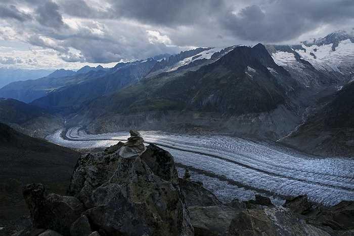 Hình ảnh sông băng Aletsch là một trong những dòng sông băng lớn nhất châu Âu nhưng đang dần biến mất do ảnh hưởng của biến đổi khí hậu