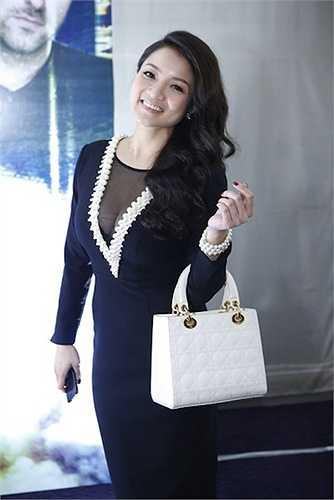 Thủy Top cũng ưa thích mẫu túi xách của thương hiệu Dior