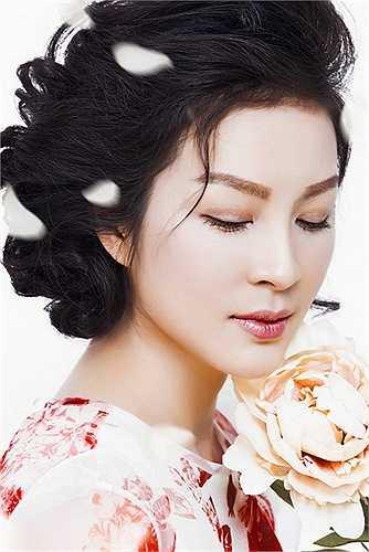 Thanh Mai sinh năm 1973, được khán giả biết tới với vai trò MC chương trình 'Sức sống mới' và diễn viên trong một số phim truyền hình.