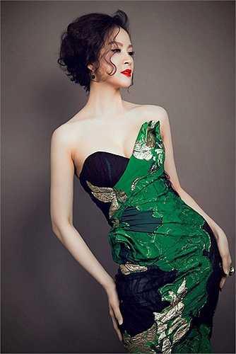 Cô là người đẹp nổi tiếng cùng thời với những 'người đẹp không tuổi' khác như Hoa hậu Đền Hùng Giáng My, diễn viên Diễm My...