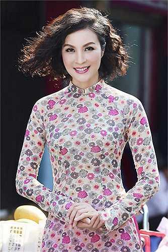 Thời trang tóc trẻ trung và năng động níu giữ tuổi thanh xuân của người đẹp.