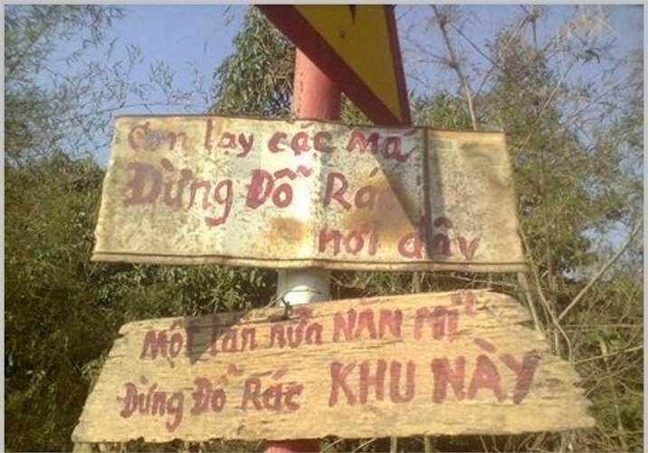 Tấm biển giữ ô tô 24/24 và nội dung tấm biển 'yêu cầu xuống xe dắt bộ' khiến bạn phì cười.