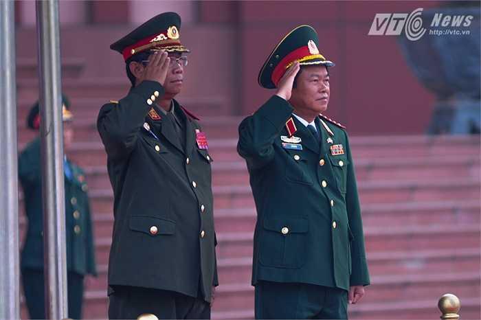 Hai Tổng tham mưu trưởng làm lễ chào cờ