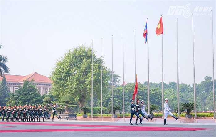 Hai Tổng tham mưu trưởng Việt Nam, Lào duyệt đội danh dự