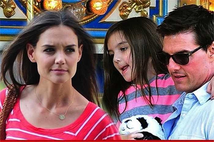 Vợ chồng Tom Cruise và Katie Holmes tặng cho con gái rượu Suri một con ngựa nhỏ, hoa tai kim cương, váy áo thiết kế với tổng trị giá là 130 nghìn USD.