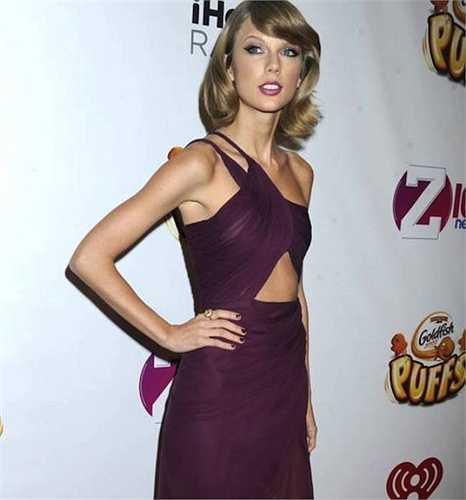 Taylor Swift tặng bố mẹ biệt thự 1,4 triệu USD.