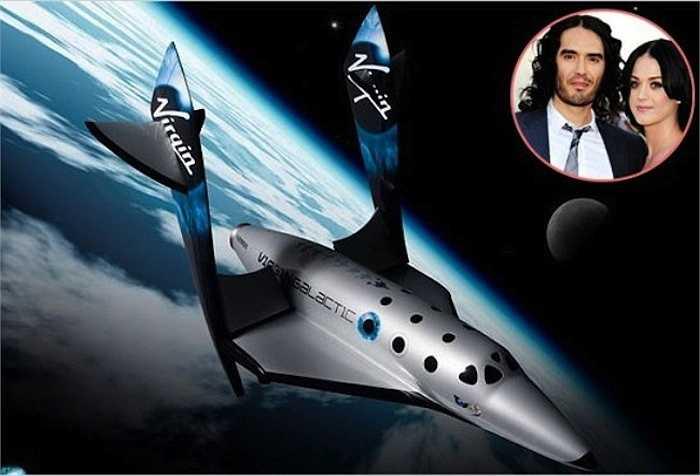 Katy Perry đã tặng cho hôn phu - nam diễn viên hài Russell Brand - một chuyến bay vào không gian trên tàu Virgin Galactic với giá 200 nghìn USD.