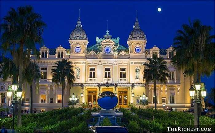 Monte Carlo Casino. Một trong số ít những sòng bạc được coi là 'đỉnh cao của sự xa xỉ'. Sòng bạc này nằm ở Monaco còn sở hữu bể bơi sang trọng, khu vực ngắm cảnh Địa Trung Hải, khu mát xa thư giãn dành riêng cho giới thượng lưu