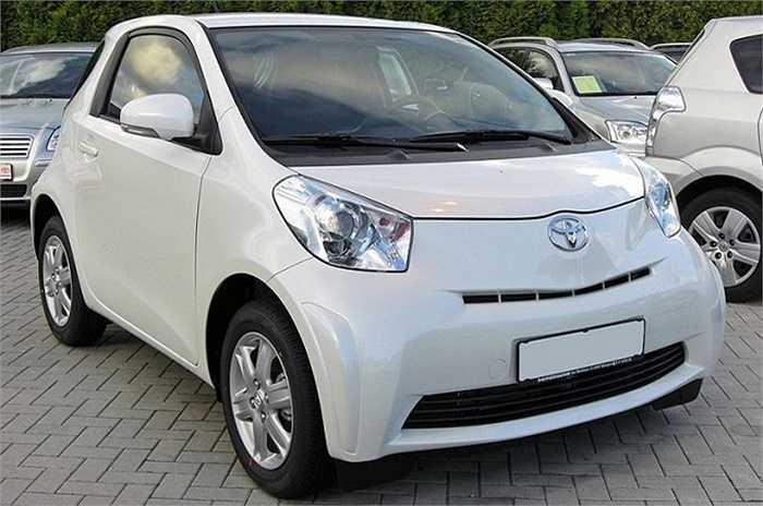 Scion IQ (Toyota), ngoại thất chiếc xe không phải là xấu và trang bị an toàn đầy đủ, tuy nhiên nó hơi ồn ào do cách âm không tốt. Nội thất quá nhiều nhựa cũng là vấn đề cùng với thiếu sức mạnh để tăng tốc khi cần.