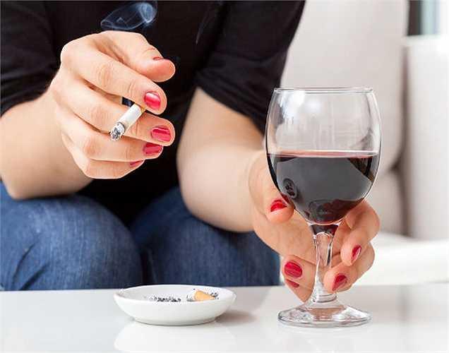 Không uống rượu: Bạn cần phải biết uống rượu rất nguy hiểm cho sức khỏe của chúng ta. Rượu khi được tiêu thụ với số lượng nhỏ không ảnh hưởng đến sức khỏe của chúng ta uống nhiều rượu thì quá hại. Vì vậy, tránh uống quá nhiều rượu.