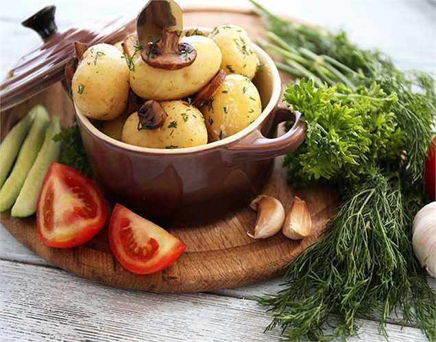 Protein: Protein đóng vai trò quan trọng cho gan khỏe mạnh. Nó giúp phần lớn trong việc tái tạo của các tế bào gan khỏe mạnh. Hãy ăn chế độ ăn uống giàu protein để luôn khỏe mạnh và cân đối.