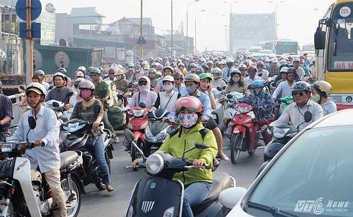 Thời gian qua, nhiều tuyến phố tại Hà Nội liên tục xảy ra ùn tắc giao thông nghiêm trọng vào giờ cao điểm. Các ban ngành Thành phố đã triển khai nhiều biện pháp chống ùn tắc, đảm bảo trật tự an toàn giao thông.