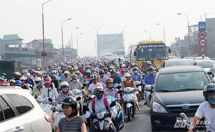 Lực lượng cảnh sát cơ động, cảnh sát giao thông, cảnh sát trật tự đã có mặt tại những 'điểm nóng' giao thông trên địa bàn thành phố.