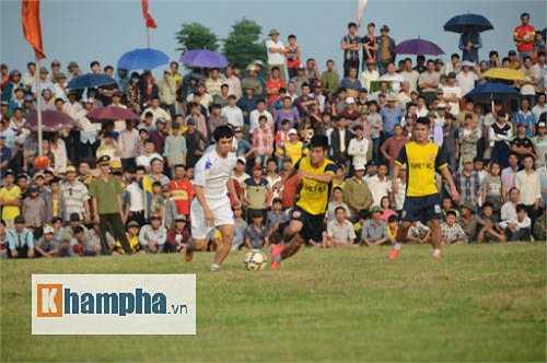 Thủ thành Nguyên Mạnh là người lập cú đúp cho FC Đô Lương, bàn còn lại do Quang Tình.
